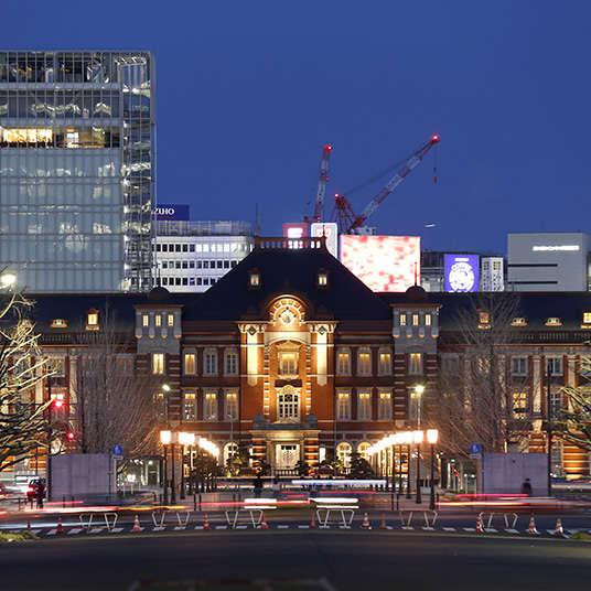 在东京站亲近艺术与建筑