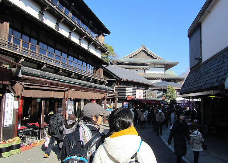 前往成田山的參道是一條開滿鰻魚名店的街道