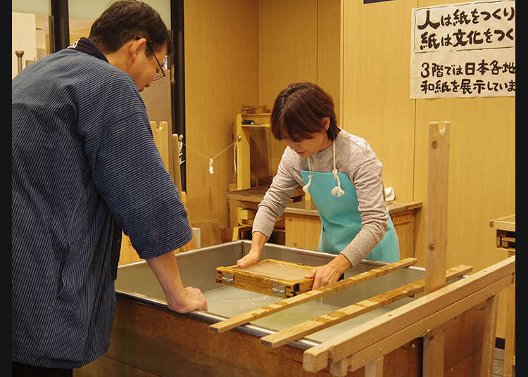 "Anda bebas mencuba pengalaman ""tesukiwashi"" (kertas Jepun buatan tangan) tradisional"