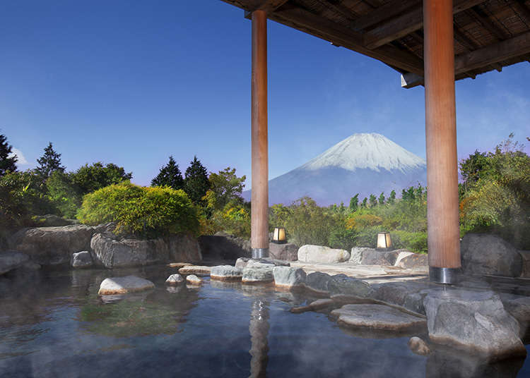 一邊看著富士山一邊體驗露天浴池!