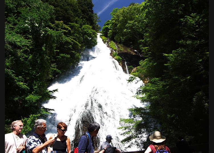 流經岩石表面的奧日光名瀑布