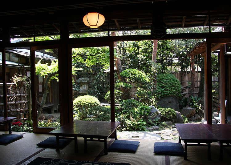 เวลาแห่งคาเฟ่แบบญี่ปุ่นในห้องสไตล์ญี่ปุ่นที่อยู่ในบ้านชาวญี่ปุ่น