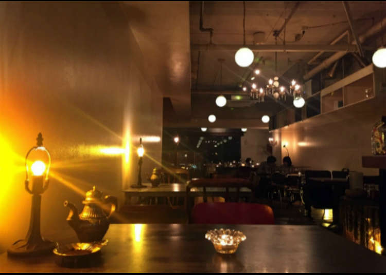 긴 런치 타임이 호평을 얻고 있는 인기 카페