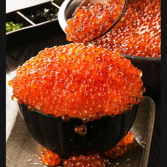"""4 ทางเลือกกับ """"Kobore Ikura Don (ข้าวหน้าอิคุระล้น)"""" อาหารสุดพิเศษที่หาทานได้ในเมือง (Ikura/อิคุระ คือ ไข่ปลาแซลมอน)"""