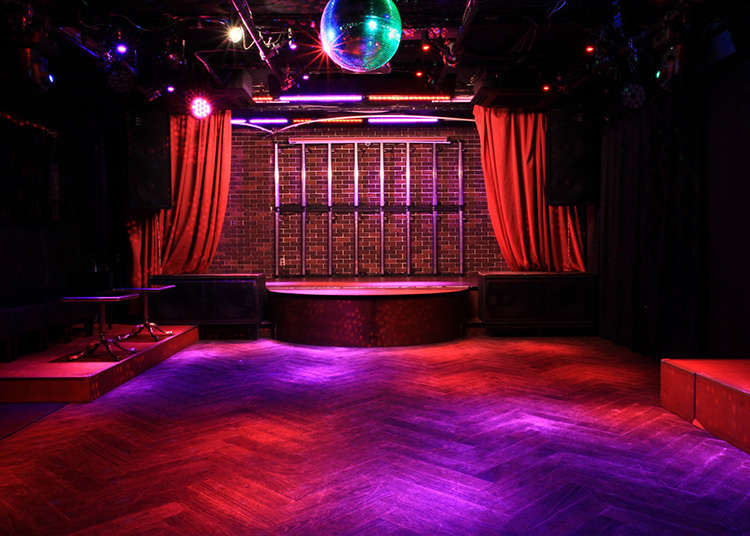 Feel a night in Shinjuku 2 chome with your entire body!