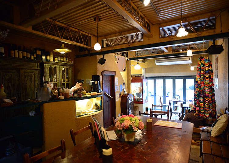 """Cafe """"Gallery ef"""" yang mempunyai gudang"""