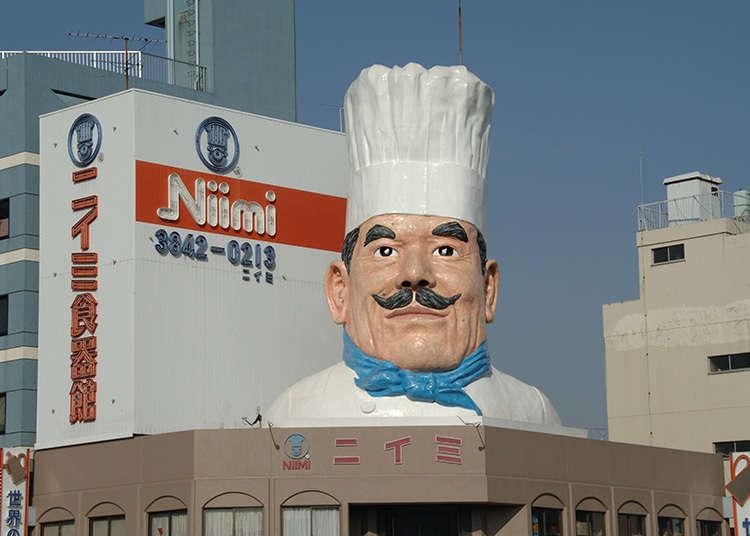 巨大なコック像が目印の食品厨房用品店