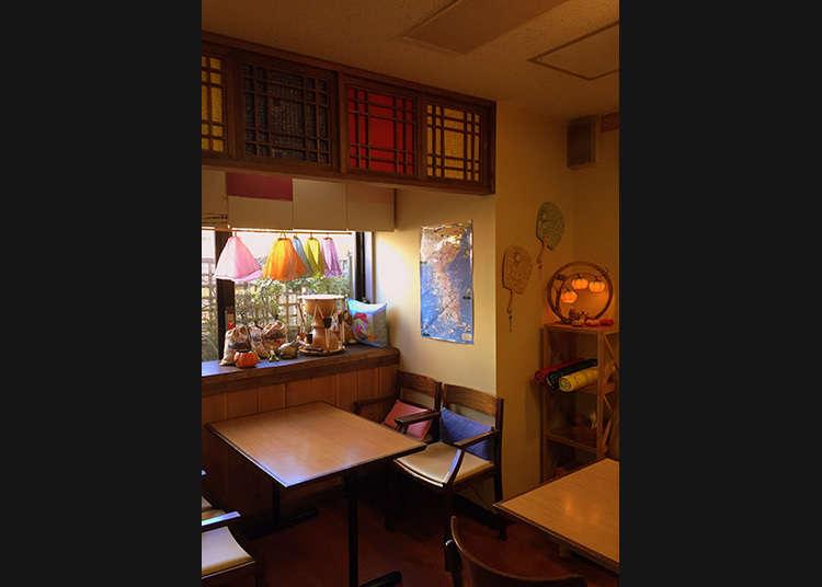 Kelas bahasa Korea juga boleh diambil di kafe Korea