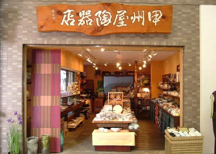 在''甲州屋陶器店''里寻找心仪的餐具