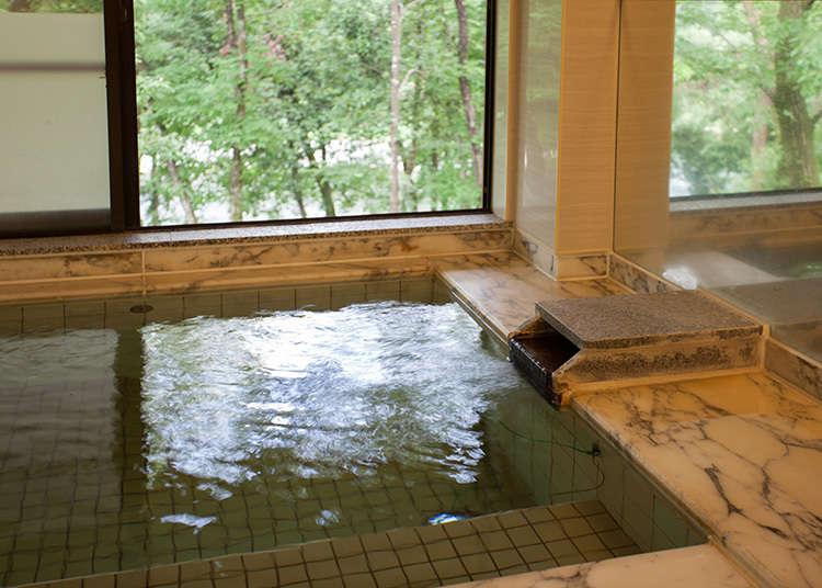 다마가와 강이 한눈에 내려다보이는 공중목욕탕