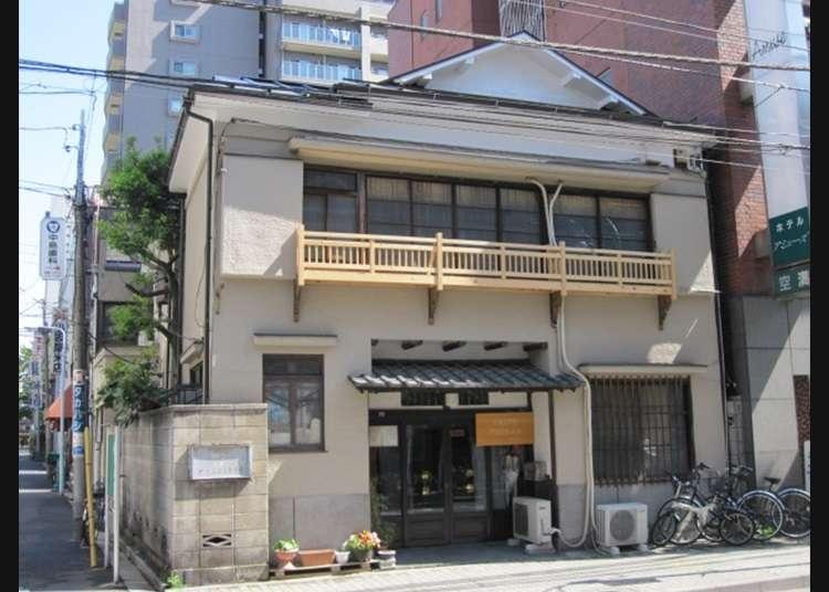 Taito Ryokan yang sangat Dekat dengan Kuil Sensoji