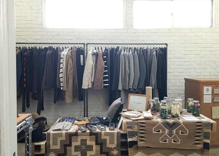 Select Shop (kedai yang tidak menjual barangan jenama tertentu) untuk orang dewasa yang dikelilingi kehijauan