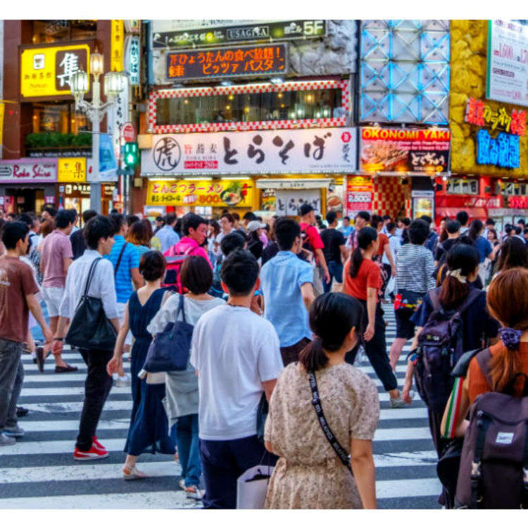 Walk around Shinjuku this way on your first visit!