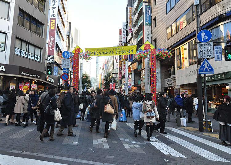 Melepasi jalan utama di Ikebukuro
