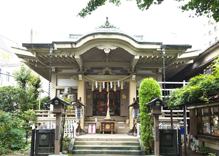 Yasaki-inari Shrine with an Emerald Roof