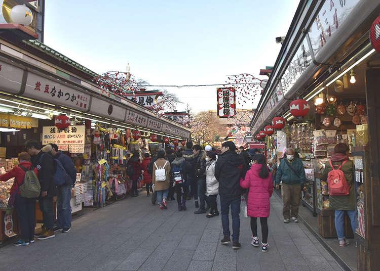 Berbelanja di Nakamise Dori