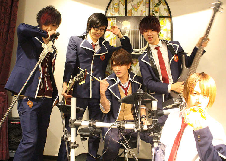 A cafe with live shows performed by good-looking guys