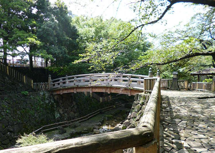 """""""สวนโอโตะนาชิชินซุย"""" เดินจากสถานีโอจิ แค่ 0 นาที!"""