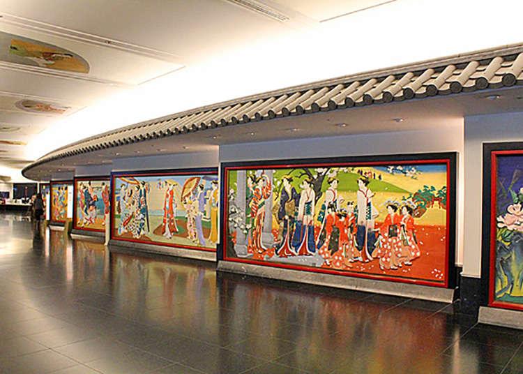 回廊の彩色木彫板