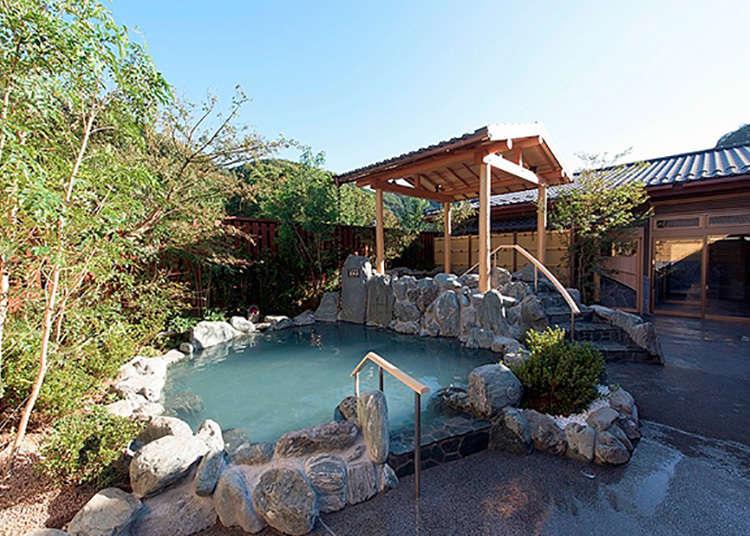 """Kemudahan higaeri onsen (kolam air panas semula jadi Jepun) di """"Gokurakuyu"""""""