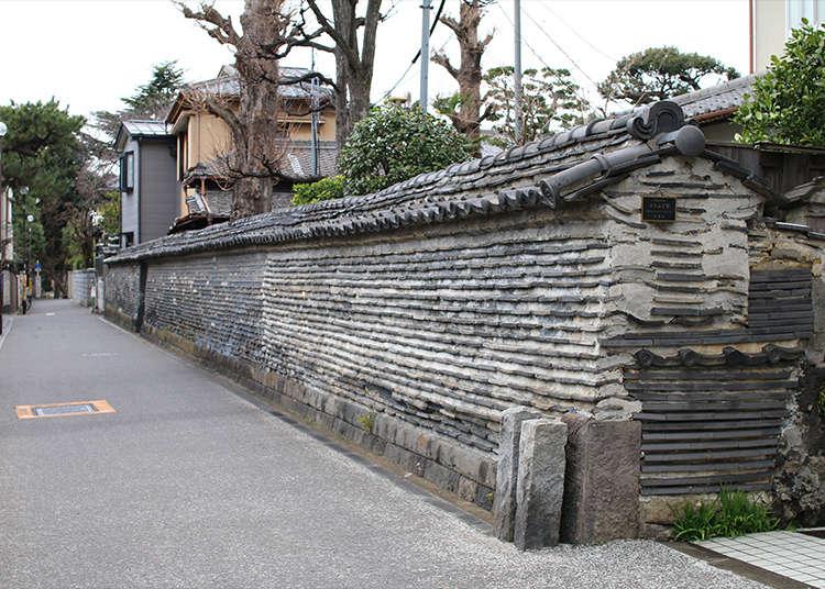 """Tsuiji-bei (Dinding Tsuiji)"" yang memberikan suasana bandar kuil di Yanaka"