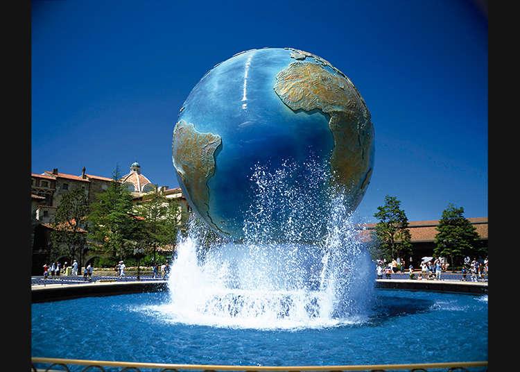 Take a commemorative photo in front of DisneySea Aquasphere