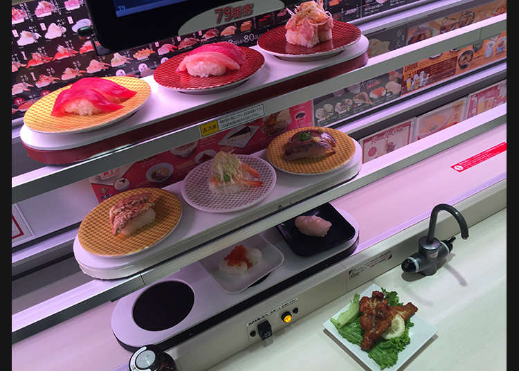 Conveying sushi on three high-speed lanes