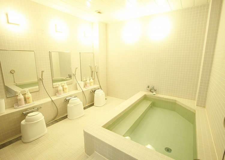 The lodging fee is cheap, from 2000 yen to 4000 yen.