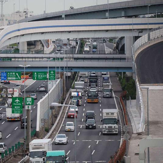 高速道路の運転と標識
