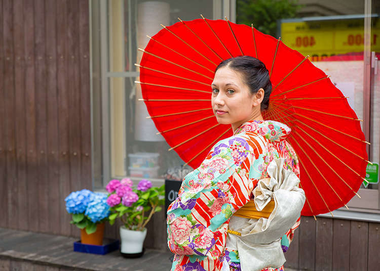 在东京的传统街道体验和服着装
