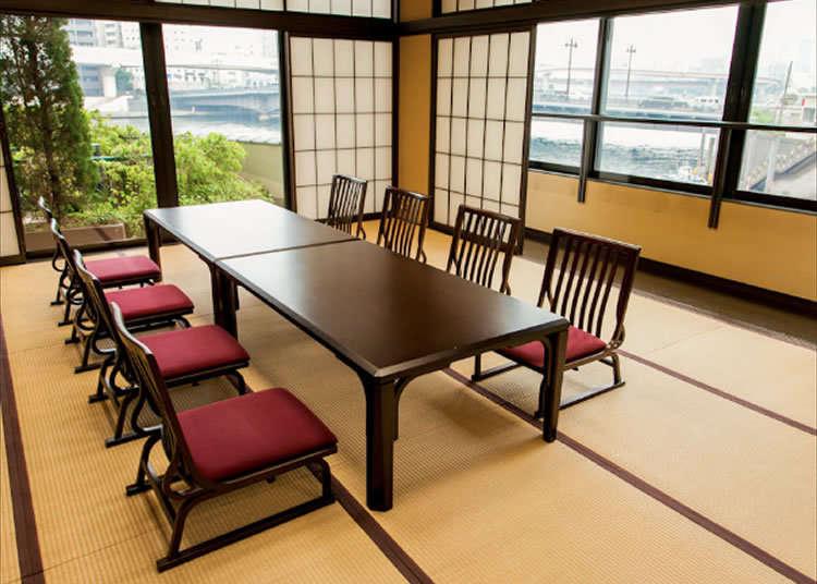 隅田川を一望できる風情ある和室