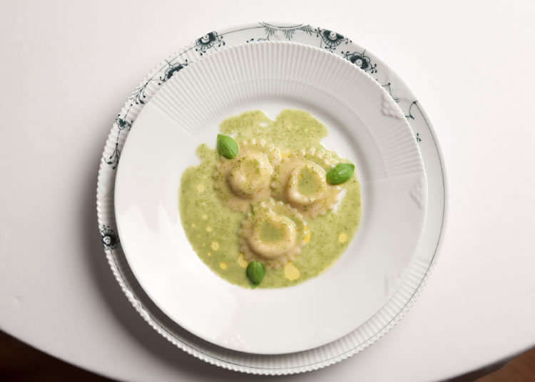 Makan siang Italia yang dapat dinikmati dalam sistem paket