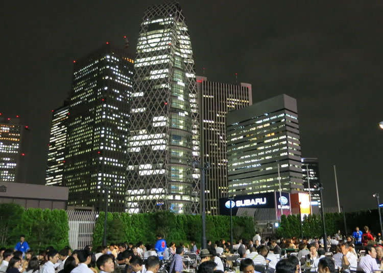 西新宿のビル群を望むロケーション