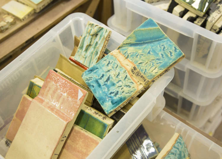 Coloring with glazes selected from more than 5,000 kinds