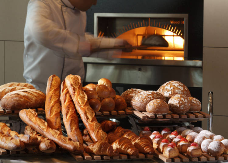 使用烤炉加热面包享受刚出炉的美味