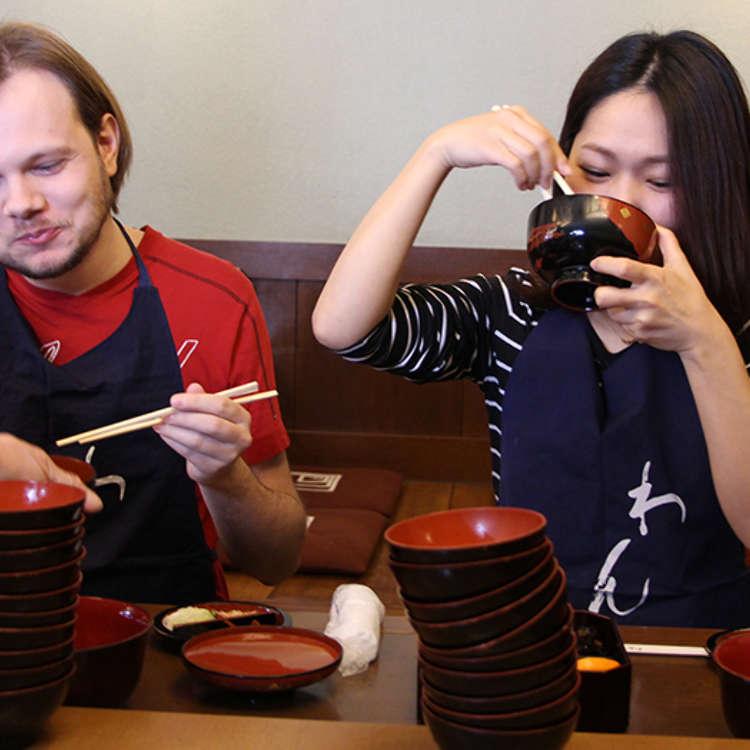 """프랑스인과 일본인 미녀는 완코소바(무한 리필 메밀국수)를 몇 그릇이나 먹을 수 있을까?! """"크레이지""""라는 말과 함께 펼쳐진 이 격전"""