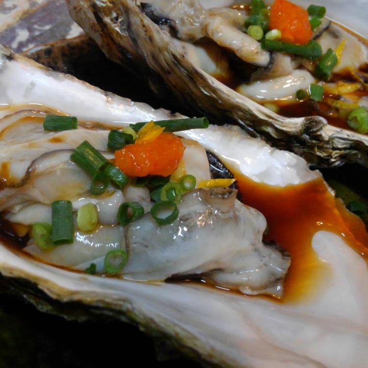 新鲜的海鲜生鱼片拼盘本日10:00到货