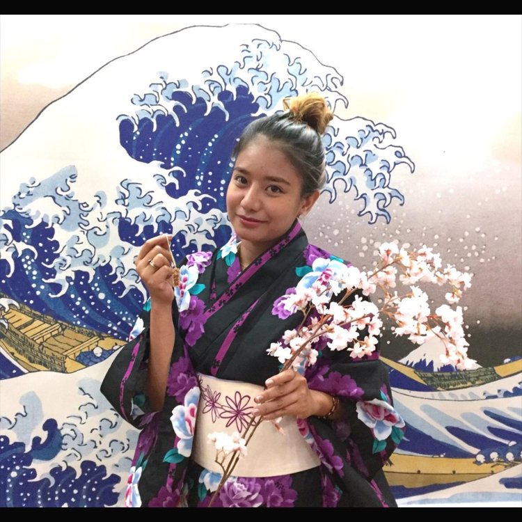 Commemorative photo. You can wear a Japanese Kimono and we will take a commemorative photo of you with your very own Senjafuda.