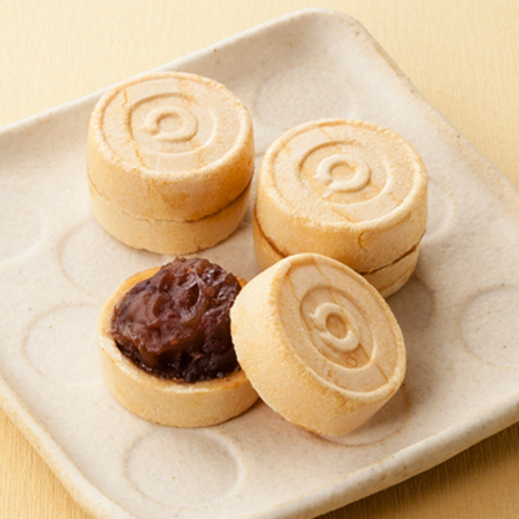 [Ogura Monaka (bean‐jam‐filled wafers)/ pack of 5)] Ogura Monaka is made from red bean paste, stuffed into roasted glutinous shells.